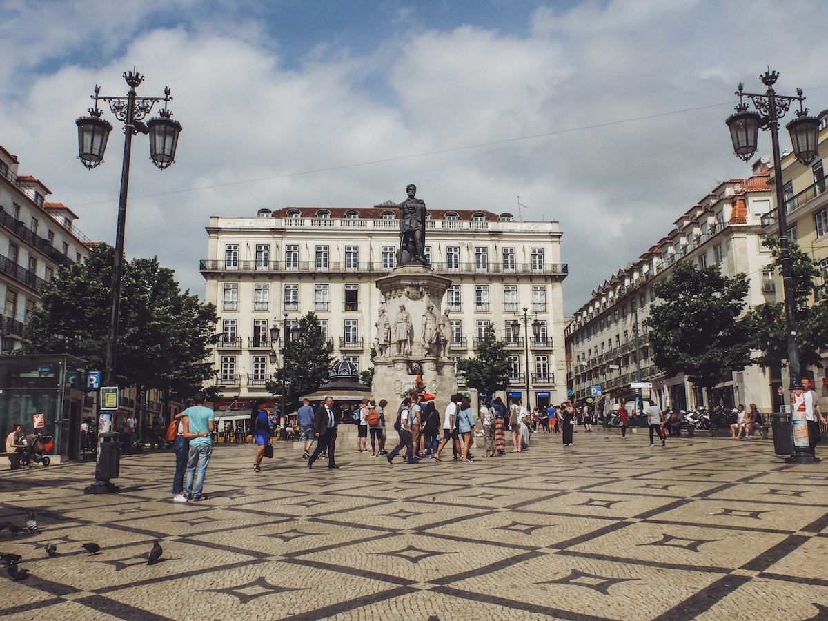 Olivia Leaves | Guide to Lisbon